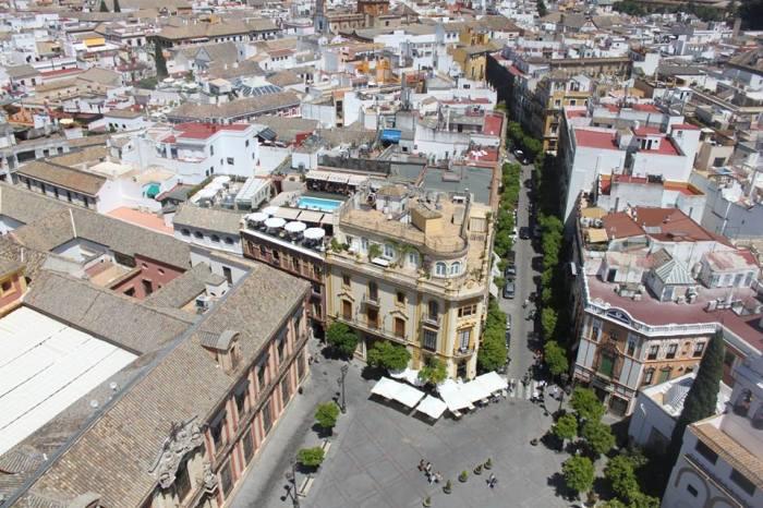 Salah satu sudut kota Sevilla dilihat dari atas.