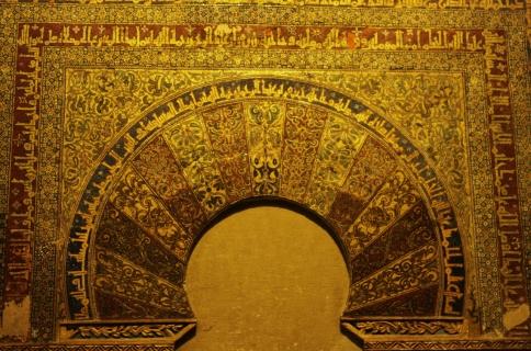 detail hiasan di atas pintu bilik samping mihrab (1280x847)