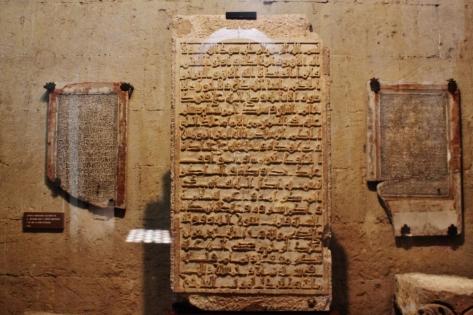 Kaligrafi yang dipamerkan di dalam Mezquita
