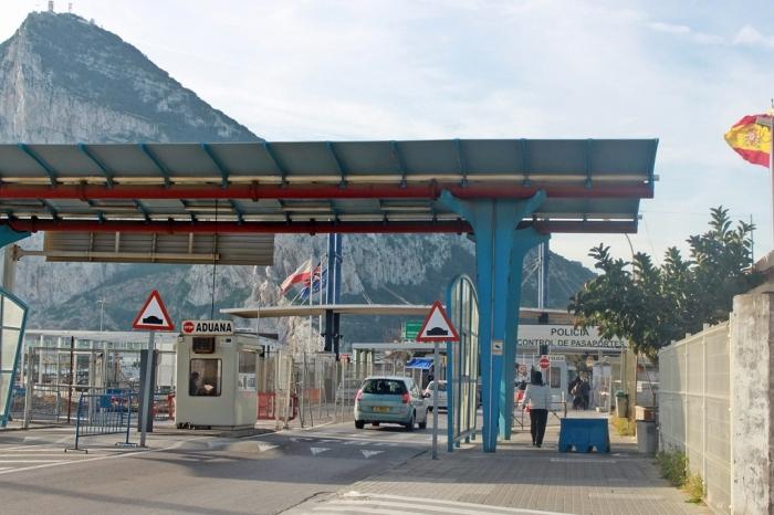 Pos pemeriksaan Imigrasi di perbatasan Spanyol dan Gibraltar