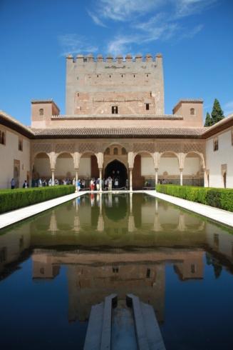 salah-satu-istana-alhambra-granada-pantulan-cahaya-ini-memiliki-nilai-filosofi-tersendiri-bahwa-sesempurna-apapun-kehidupan-sejatinya-adalah-fana-di-mana-akhirat-yang-lebih-kekal